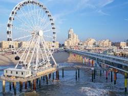Eerste reuzenrad boven zee opent in Scheveningen