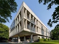 Gemeente Amsterdam koopt schoolgebouw