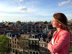 Sabine Bentvelzen: Wie achterom kijkt, draait zijn rug naar de toekomst