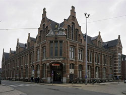 Pieter Bosma koopt klooster in Bavel