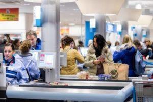 AH bouwt supermarkten om tot 'eetcentrum'