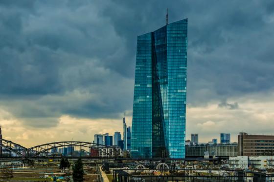ECB halveert opkoopprogramma
