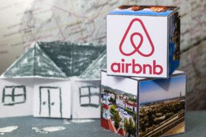 Airbnb past onder druk Brussel beleid aan