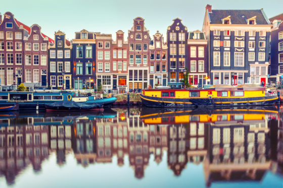 'Amsterdam versterkt positie op wereldtoneel'