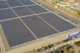 Grootste single roof zonnestroomproject in bedrijf