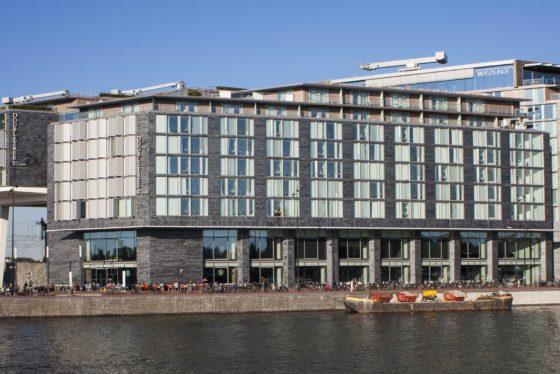 Anbang uit China betaalde 350 miljoen euro voor het Double Tree Hotel op het Oosterdokseiland in Amsterdam.