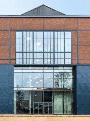 Woonzorgcentrum Scheldehof in Vlissingen. Het nieuwe aanzicht van de voormalige plaatwerkerij.