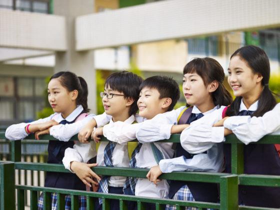 Wie is eigenaar van het schoolgebouw in Singapore?