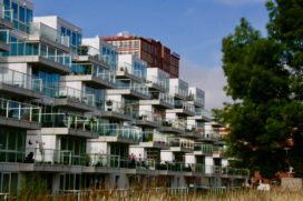 DNB ziet woningprijzen 9,5 procent stijgen