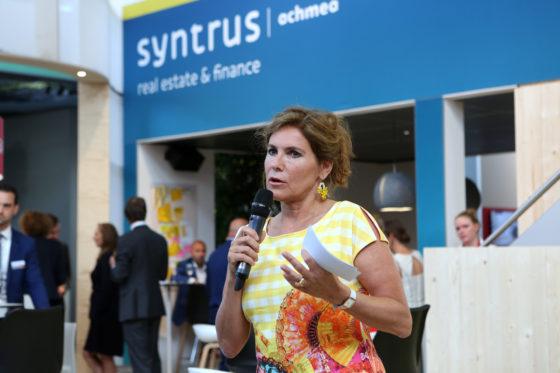 Claudia Zuiderwijk geeft een toelichting op de beoordeling door de jury
