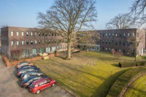 M7 stoot kantoorgebouw in Oisterwijk af