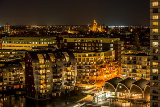 Skyline bij nacht van Den Bosch, gezien vanuit het Paleiskwartier