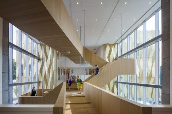 Zinder, Cultuurcentrum en Bibliotheek, Tiel