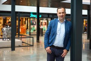 Josip Kardun, in winkelcentrum