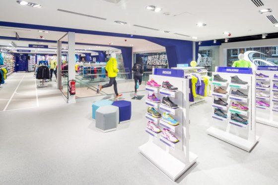 De flagship store van Asics in het Duitse Hamburg.