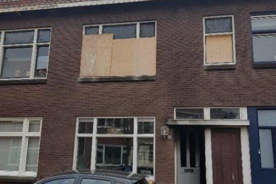 Makelaar verkoopt uitgebrande woning