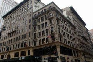 Verkoop vestiging New York zorgt voor zwarte cijfers Hudson's Bay