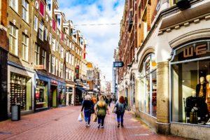 Ook Kalverstraat voelt tegenslag winkelmarkt