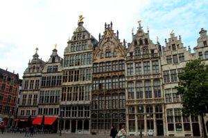 Antwerpen verhollandst in rap tempo