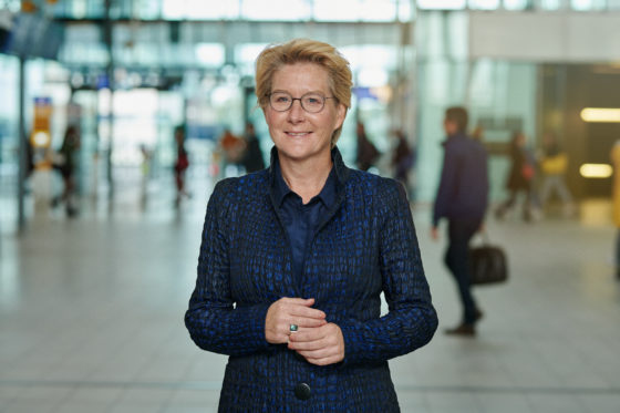 Anneke de Vries stapt over van Ahold naar NS