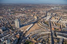 APG stapt in slepend woonproject Londen